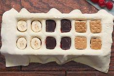 So einfach kannst du mit einem Eiswürfelbehälter leckere Blätterteig-Happen machen Puff Pastry Desserts, Puff Pastry Recipes, Baking And Pastry, Healthy Afterschool Snacks, Lunch Snacks, Pillsbury Puff Pastry, Mini Marshmallows, Baking Recipes, Dessert Recipes