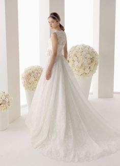 Good Tulle And Lace A-line Bateau Neckline Flower Chapel Train Wedding Dress