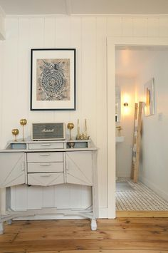 Muted, matte-gray paint turned a high-impact period piece into a subtler style statement.