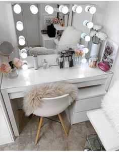 Best Picture For makeup room ideas apartments For Your Taste You are looking for something, and it i Cute Room Decor, Teen Room Decor, Room Ideas Bedroom, Bedroom Decor, Makeup Room Decor, Makeup Rooms, Teen Bedroom Designs, Stylish Bedroom, Aesthetic Room Decor