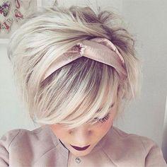 18 kurze süße Frisuren - hair styles for short hair Headbands For Short Hair, Cute Hairstyles For Short Hair, Pixie Hairstyles, Headband Hairstyles, Pretty Hairstyles, Short Hair Cuts, Short Hair Styles, Pixie Cuts, Sweet Hairstyles