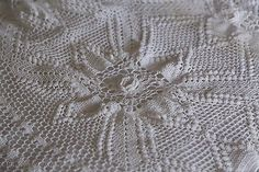from the middle blanket crochet   There are roses in the middle of stars and it all brings so much ...