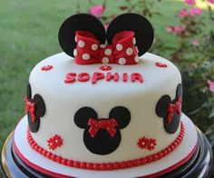 Minnie Mouse Cake....soooo Darling‼️