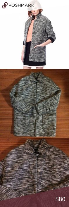 """Tweed Banana Republic coat In great condition. No visible signs damage or stains. Size not shown. Shoulder 20"""", sleeves 21"""", chest 42"""", length 32"""". I would guess its about a L-XL. Banana Republic Jackets & Coats"""