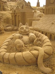 cats take a shower, what a wonderful sand art. please like and share it to your timeline & friends: http://pinterest.com/travelfoxcom/pins/