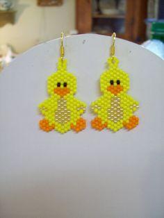 Beaded Yellow Ducky Bird Earrings by BeadedCreationsetc on Etsy Beaded Earrings Patterns, Seed Bead Patterns, Seed Bead Earrings, Beading Patterns, Bird Earrings, Art Perle, Beaded Banners, Beaded Crafts, Native American Beading
