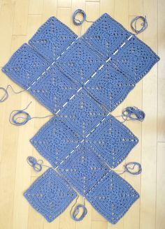 Wildrose Market Bag: Part 1 – All About Ami – Granny Square Crochet Market Bag, Crochet Tote, Crochet Handbags, Crochet Purses, Diy Crochet, Crochet Stitches, Tricot Simple, Knitting Patterns, Crochet Patterns