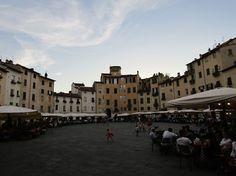 Piazza del Anfiteatro Toscane en famille - Lucca - Place de l'Amphithéâtre Lucques