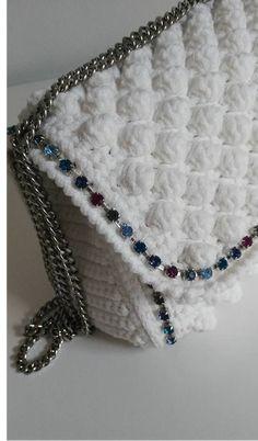 Marvelous Crochet A Shell Stitch Purse Bag Ideas. Wonderful Crochet A Shell Stitch Purse Bag Ideas. Crochet Wallet, Free Crochet Bag, Crochet Purse Patterns, Crochet Shell Stitch, Crochet Clutch, Crochet Handbags, Diy Crochet, Crochet Bags, Bead Embroidery Jewelry