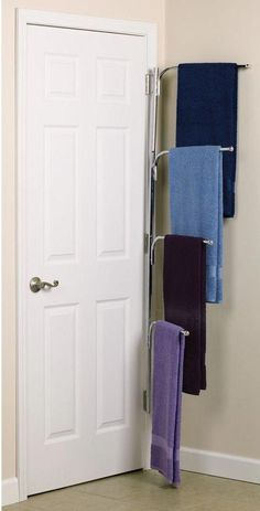 Hanging bathroom storage ideas to maximize your small bathroom space 49 Towel Organization, Small Bathroom Organization, Towel Storage, Diy Bathroom Decor, Closet Storage, Bathroom Styling, Bedroom Storage, Diy Storage, Bathroom Furniture