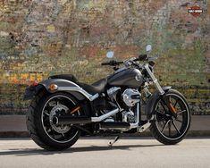 Harley-Davidson FXSB Breakout. Große Räder, großartige Lackierung und klassische Drag-Bike-Ausstrahlung mit moderner Raffinesse. Und vollgepackt mit roher Power.