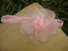 faixa para bebe em gripire, flor em organza rosa bebe com bordado em mini perolas rosa, ajuste com elastico, super confortavel para seu bebe. R$ 26,90