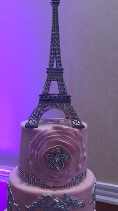 wedding cakes videos The cake covered with fondant. Paris Birthday Cakes, Paris Themed Cakes, Sweet 16 Birthday Cake, Paris Cakes, Paris Quinceanera Theme, Quinceanera Decorations, Quinceanera Themes, Sweet 15 Cakes, Bolo Paris