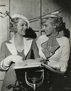 Pictured are Joan Blondell and Glenda Farrell who were gal pals on-the-screen and in real-life. Old Hollywood Stars, Golden Age Of Hollywood, Classic Hollywood, Hollywood Glamour, Old Wives Tale, Wives Tales, Elizabeth Taylor Marriages, Glenda Farrell, Girlfriends Day