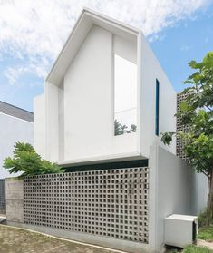 60 Facades of Small and Simple Houses For You To Be Inspired .- 60 Fachadas de Casas Pequenas e Simples Para Você se Inspirar 60 Small and Simple House Facades for Inspiration - Brick Design, Concrete Design, Facade Design, Exterior Design, Brick Facade, Facade House, Brick Fence, Brick Houses, House Facades