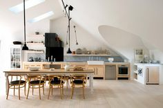I love the modern cleanliness of this room mixed in with rugged vintage details