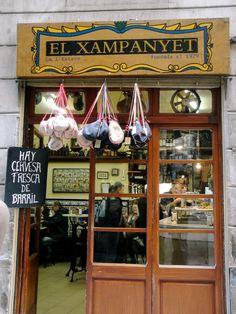 El Xampanyet,  - Tapasi, cava, simpica ljudi koji rade, vrlo obiteljska atomsfera takoder. Za stat, malo zamezit i popit bocu cave.