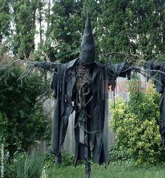 Halloween style!! ULTIMATE scary spooky creepy scarecrow!! Imagine a trio of these beauties lit up for a Halloween Night Party!