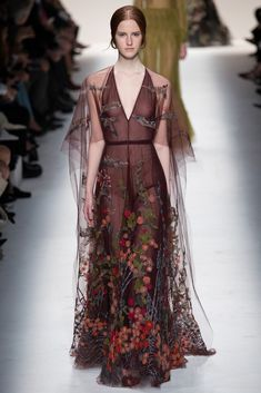 Valentino Fall 2014 Ready-to-Wear Fashion Show - Magdalena Jasek (OUI)