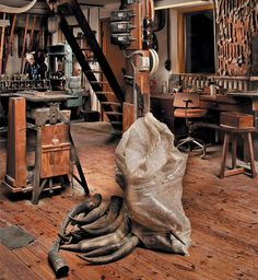 This is how I imagine Honest Abe Luca's Workshop/Mob base, its perfect because it is in the basement in the book as well!!!!!!!!