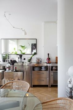 Warm and industrial with zink kitchen and fishbone floor