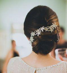 Idée coiffure de mariage : un chignon bas facile à faire - Cosmopolitan.fr