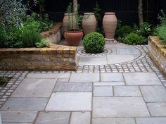 STONE SUPPLIER Use Granite Setts to break up a larger are of paving, adding interest and defining features such as this circular paving. Back Gardens, Small Gardens, Outdoor Gardens, Garden Paving, Garden Paths, Patio Pavé, New Patio Ideas, Mediterranean Garden, Small Backyard Landscaping