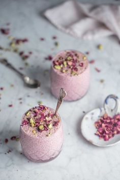 A wickedly creamy chia pudding kissed with rosewater and cardamom its sweet elegant and pretty to boot! The post Creamy Cadamom Rose Chia Pudding appeared first on Dessert Factory. Indian Desserts, Vegan Desserts, Indian Food Recipes, Delicious Desserts, Yummy Food, Dessert Healthy, Healthy Treats, Israeli Desserts, Healthy Foods