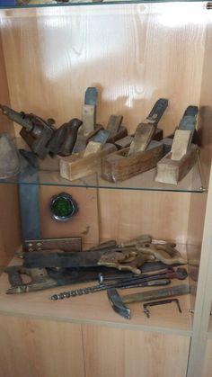 Herramienta  antigua  de carpintería.                                                                                                                                                      Más