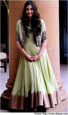 Soonam kapoor in Anarkali suits, nice color and design.