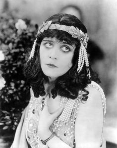 "Theda Bara in ""Cleopatra"" (1917)"