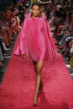 New York Fashion Week: look e tendenze Primavera Estate 2019 - Vogue. Fashion Over 50, Pink Fashion, Fashion Week, Couture Fashion, Runway Fashion, Fashion Looks, Fashion Outfits, Womens Fashion, Fashion Night