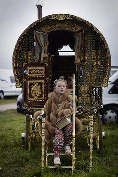 Gypsy Home, Boho Gypsy, Gypsy Culture, Gypsy Trailer, Gypsy Living, Tiny Living, Modern Gypsy, Reportage Photo, Gypsy Wagon