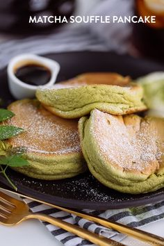 Matcha Souffle Pancake - Are you ready for the dreamiest pancake for your Sunday brunch? This perfectly scented Matcha Souff - Baking Recipes, Dessert Recipes, Matcha Dessert, Souffle Pancakes, Green Tea Recipes, Easy Japanese Recipes, Homemade Whipped Cream, Sweet Tooth, Vegan