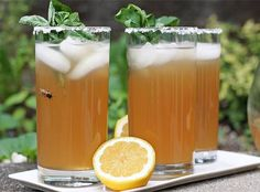 Iced Green #Tea with Melia #Honey, #Ginger and #Mint for #breakfast!  >  RECIPE:  http://www.ezrapoundcake.com/archives/22241