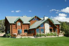 in Alton, US. Whether your Family is looking for the adventure of Zion National Park or the beauty of Bryce Canyon, you'll need a place to relax at the end of the day. Alton Lodge is built away from the beaten path, surrounded by some of Utah's most breathtakin...