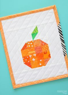 Sewing Quilts Free Patchwork Orange Mini Quilt Pattern at Sassafras Lane - Our free Patchwork Pineapple mini quilt still makes me smile every time I see it on my wall. While making. Mini Quilt Patterns, Mug Rug Patterns, Quilting Patterns, Quilting Ideas, Quilting Projects, Quilting Designs, Sewing Projects, Pineapple Quilt Pattern, Orange Quilt