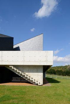 Dom wpisany w otaczający krajobraz - PLN Design