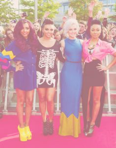 i LOVE how colorful their outfits are! and i love how they dont care about matching each other:)