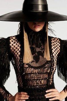 Ethno folk trend on the Balmain collection pics from vogue. Runway Fashion, Fashion Models, Fashion Show, Fashion Design, Fashion Brand, Vogue Paris, Backstage, Balmain Men, Modelos Fashion