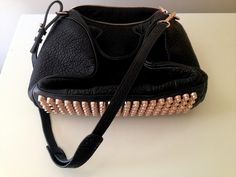 ROCKIE IN PEBBLED BLACK WITH ROSE GOLD