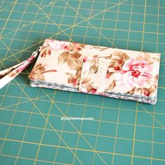 A charming little wallet tutorial with wristlet strap the measurement of this wallet is approx 7 3 4 x 4 when folded sew sewing sewing tricks or easy sewing learn to hand sew easy sewing tutorials sewingtutorials tips stitching Small Sewing Projects, Sewing Projects For Beginners, Sewing Hacks, Sewing Tutorials, Sewing Crafts, Tutorial Sewing, Sewing Tips, Pouch Tutorial, Diy Tutorial