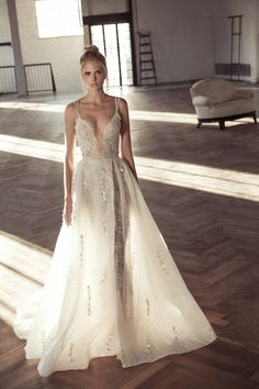 Fall in love with the Lee Petra Grebenau wedding dress collection. An Israeli bridal designer creating gorgeous gowns with breathtaking silhouettes