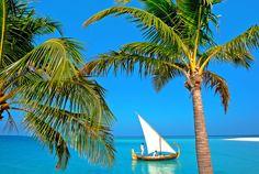 Скачать обои на рабочий стол 2505х1679, тропики, Мальдивы, море, яхта