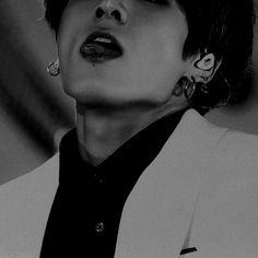 If I could, I would slice off Mr Jeon& illegal tongue which has killed millions Jungkook Abs, Foto Jungkook, Foto Bts, V Taehyung, Namjoon, Bts Photo, Jeon Jungkook Hot, Jung Kook, Jin