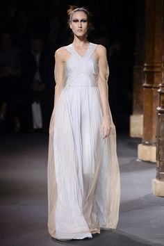 Vionnet Spring 2016 Ready-to-Wear Collection Photos - Vogue   http://www.vogue.com/fashion-shows/spring-2016-ready-to-wear/vionnet/slideshow/collection#1