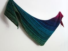 Quaker Yarn Stretcher Boomerang - Susan Ashcroft - this would be great with ombre or gradient minis!  #MiniSkeinMonday