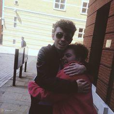 Nathan com fã (@GemmaMcDx) durante sua radio tour na Inglaterra. https://instagram.com/p/28iMaTvLiP/  (21 mai.)