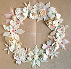I can't believe I actually like this DIY Felt Wreath - it looks like succulents :)