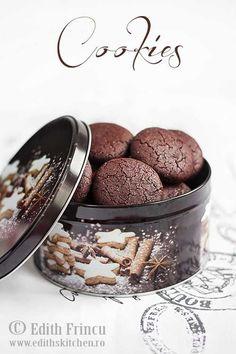 Biscuiti cu cacao si gem de zmeura -i must try :D Jam Cookies, Galletas Cookies, Cacao Powder Benefits, Whole Wheat Cookies, Muffin, Protein, Breakfast Dessert, Desert Recipes, Chocolate Cookies